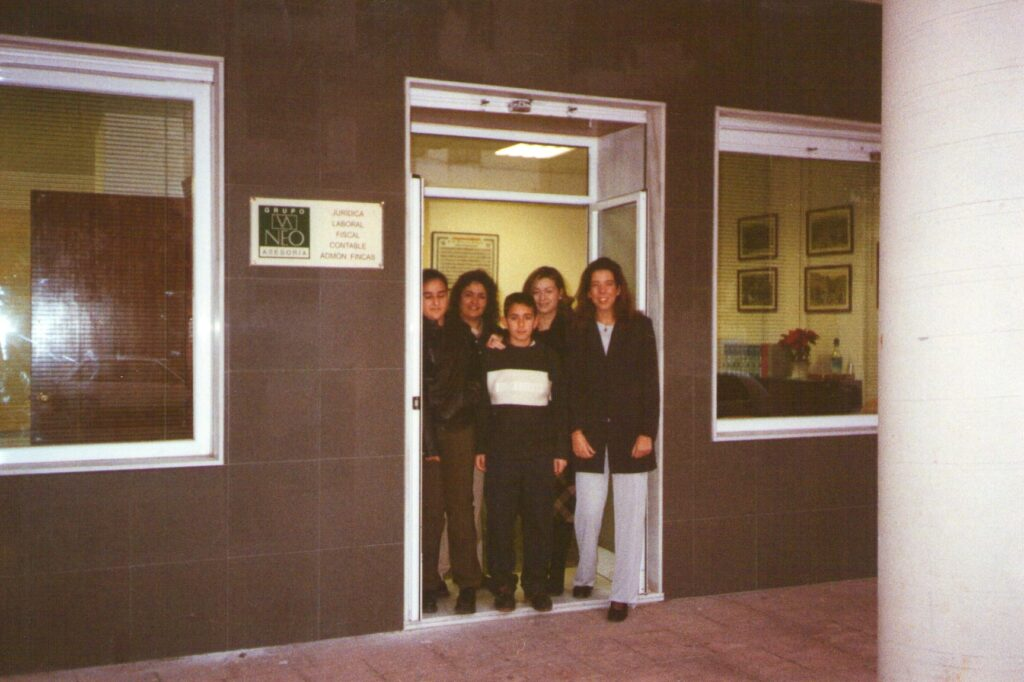 foto-apertura-asesoria-neo-2001-min